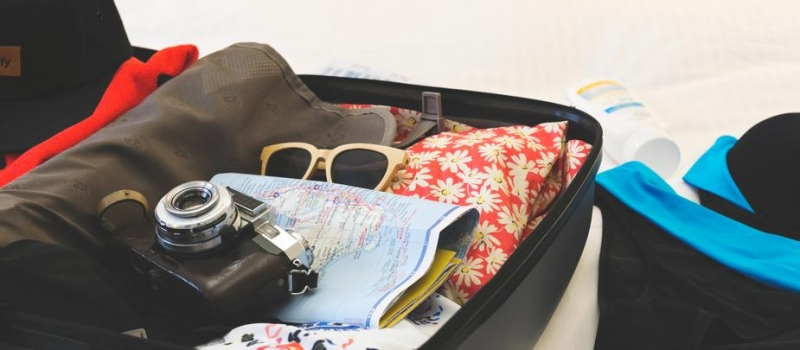 holiday-suitcase-shopify-partners